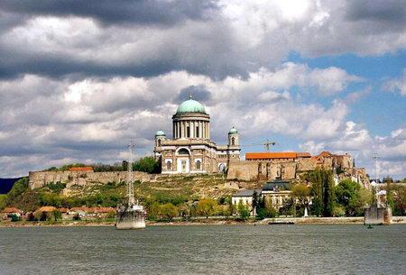 Torok Gabriella. The Esztergom Basilica